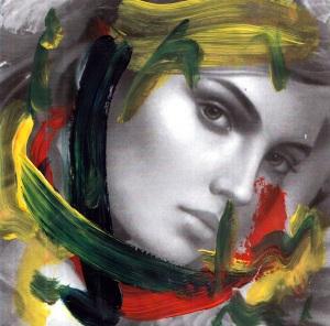 donna-in-rosso-con-elaborazioni-di-colore